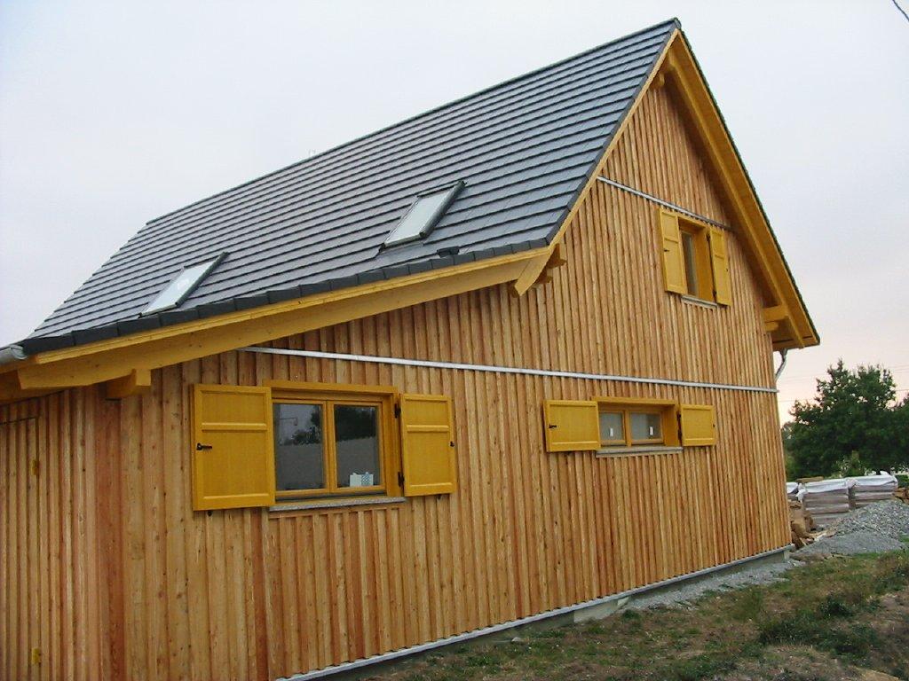 Domikon - Dom z żółtymi okiennicami, Francja Vannes