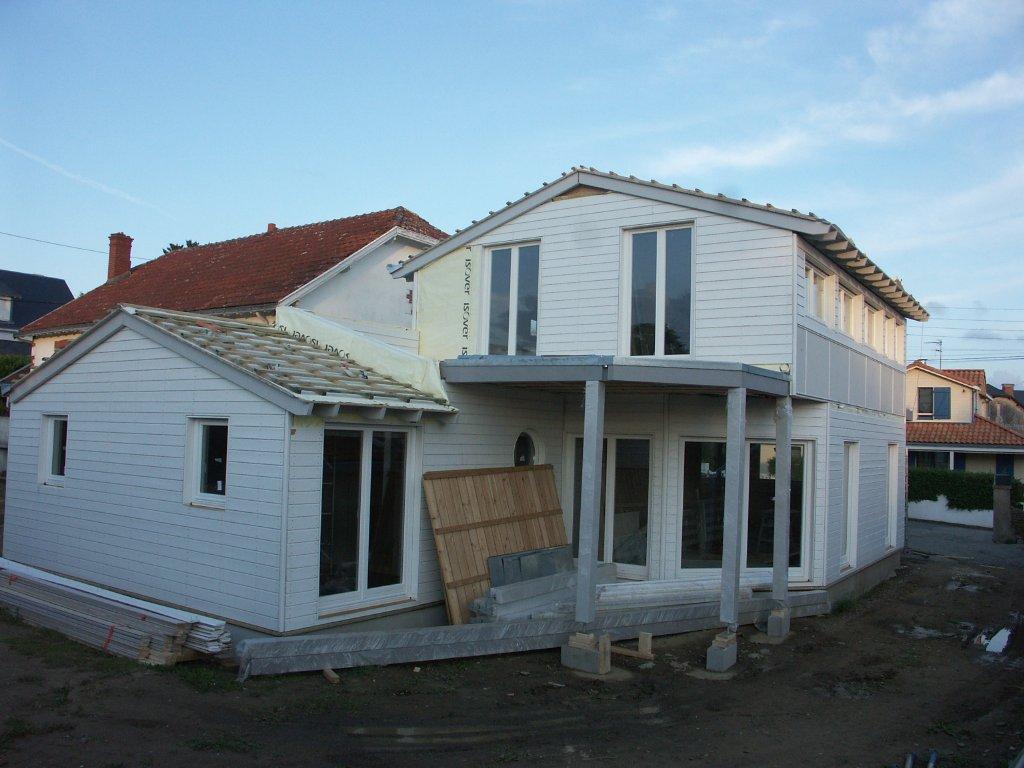 Domikon - Dom z białą elewacją, Francja Pornic