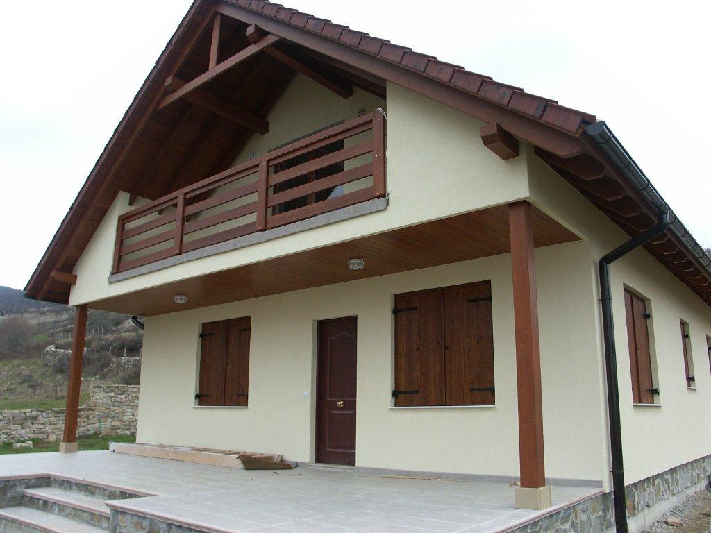 Domikon - Dom z dachem dwuspadowym, Hiszpania Goni