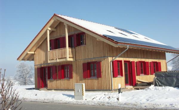 Dom w drewnianej elewacji, Niemcy Peinssenberg