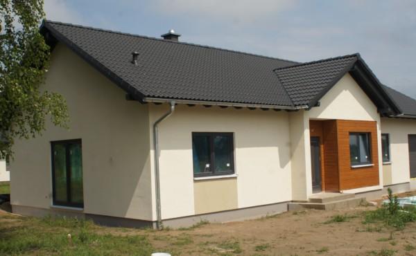 Dom parterowy z dachem dwuspadowym, Warszawa