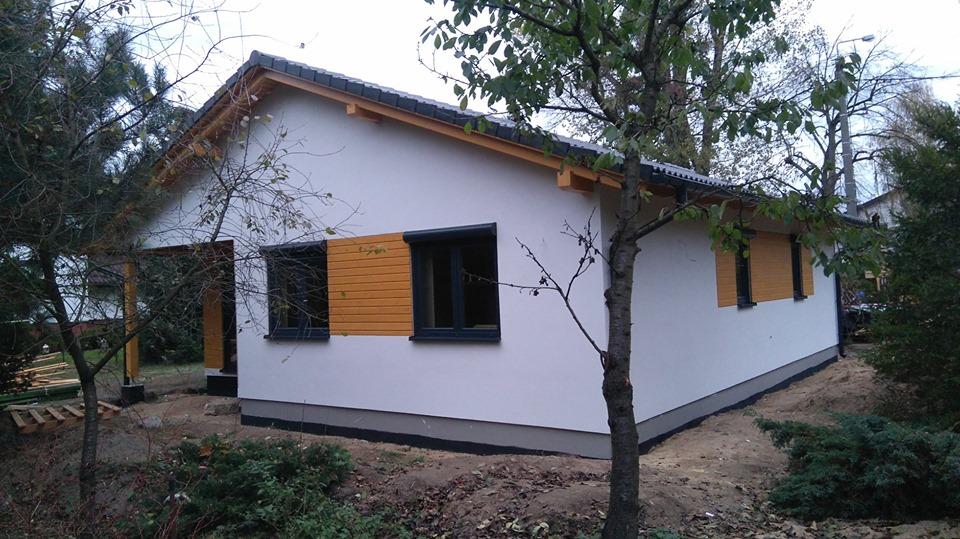 Domikon - Parterowy dom z garażem jednostanowiskowym.