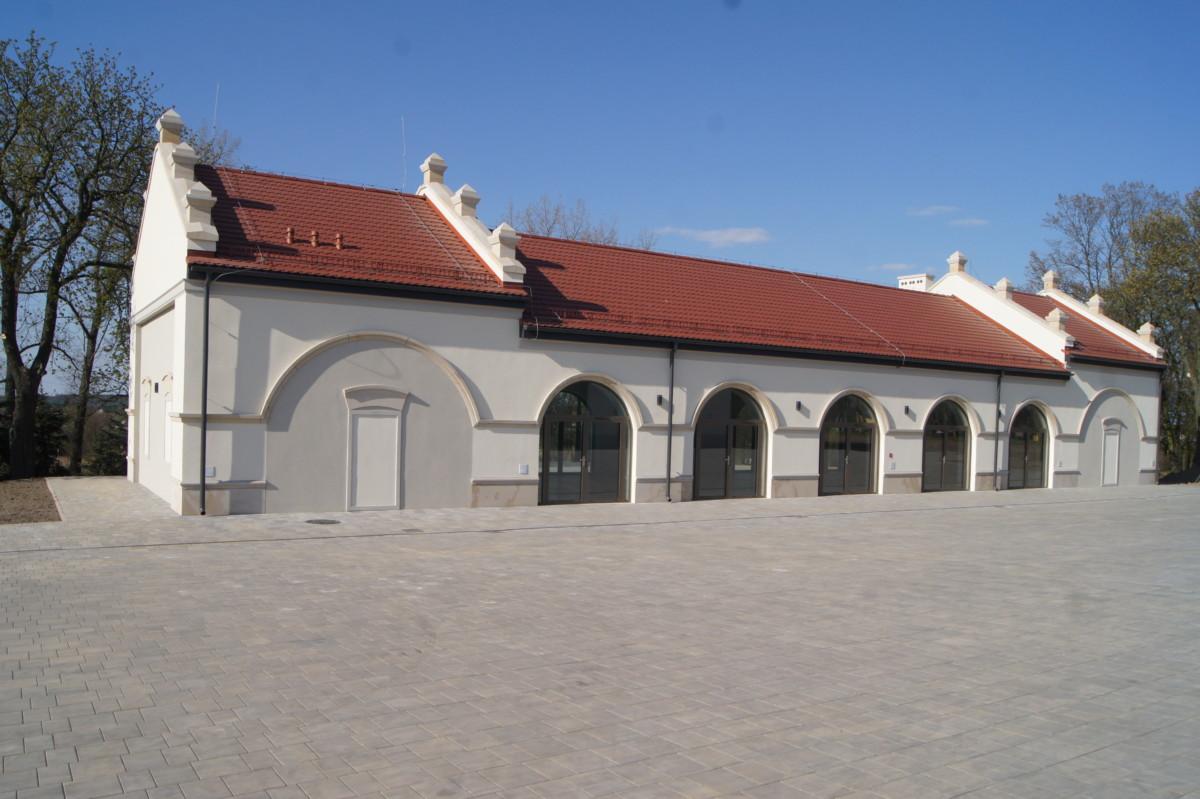 """Domikon - Rewitalizacja terenu byłej Gminnej Spółdzielni """"Samopomoc Chłopska"""" w Czerniewicach"""
