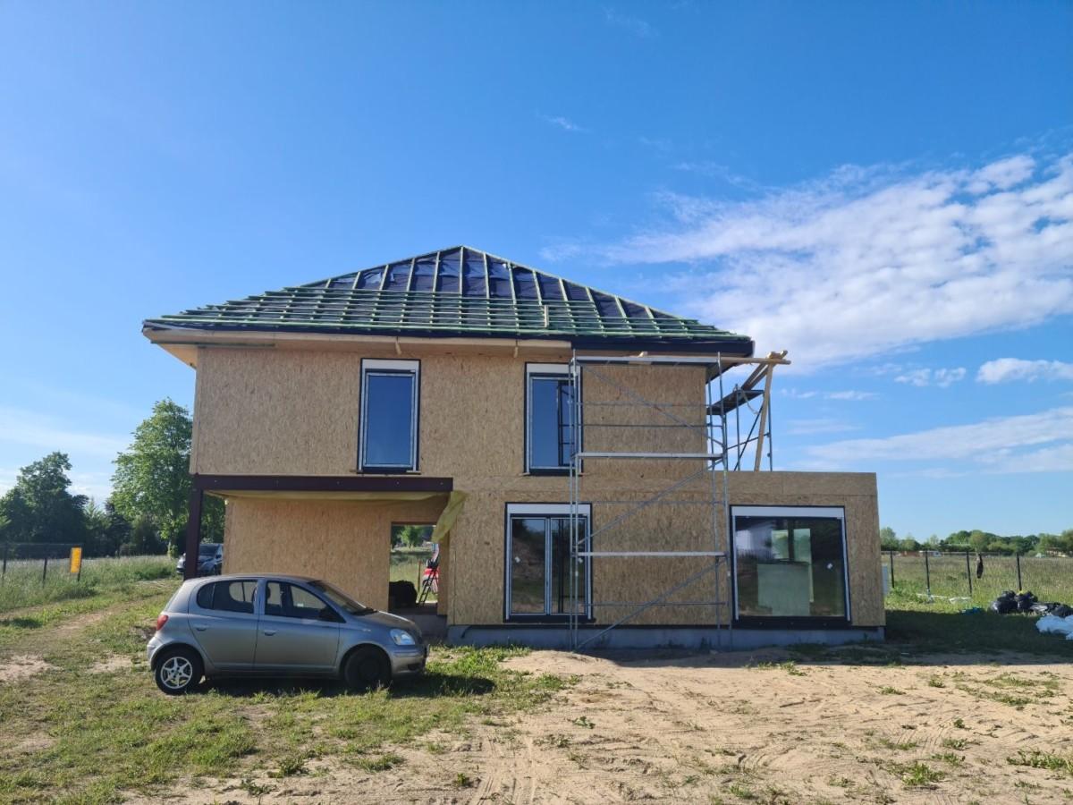 Domikon - Piętrowy dom w województwie zachodniopomorskim.
